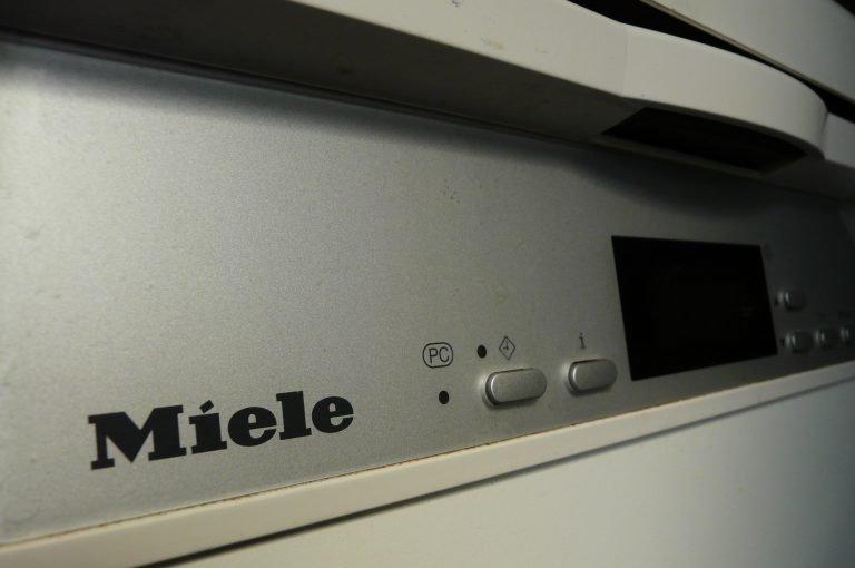 Bosch Kühlschrank Verliert Wasser : Geschirrspüler dichtung kleben: siemens kühlschrank dichtung