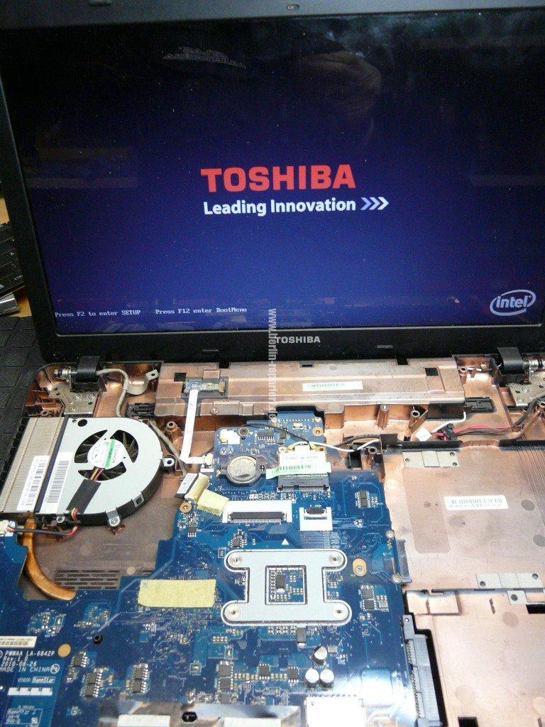 Toshiba Satellite C660, geht nicht an (7)