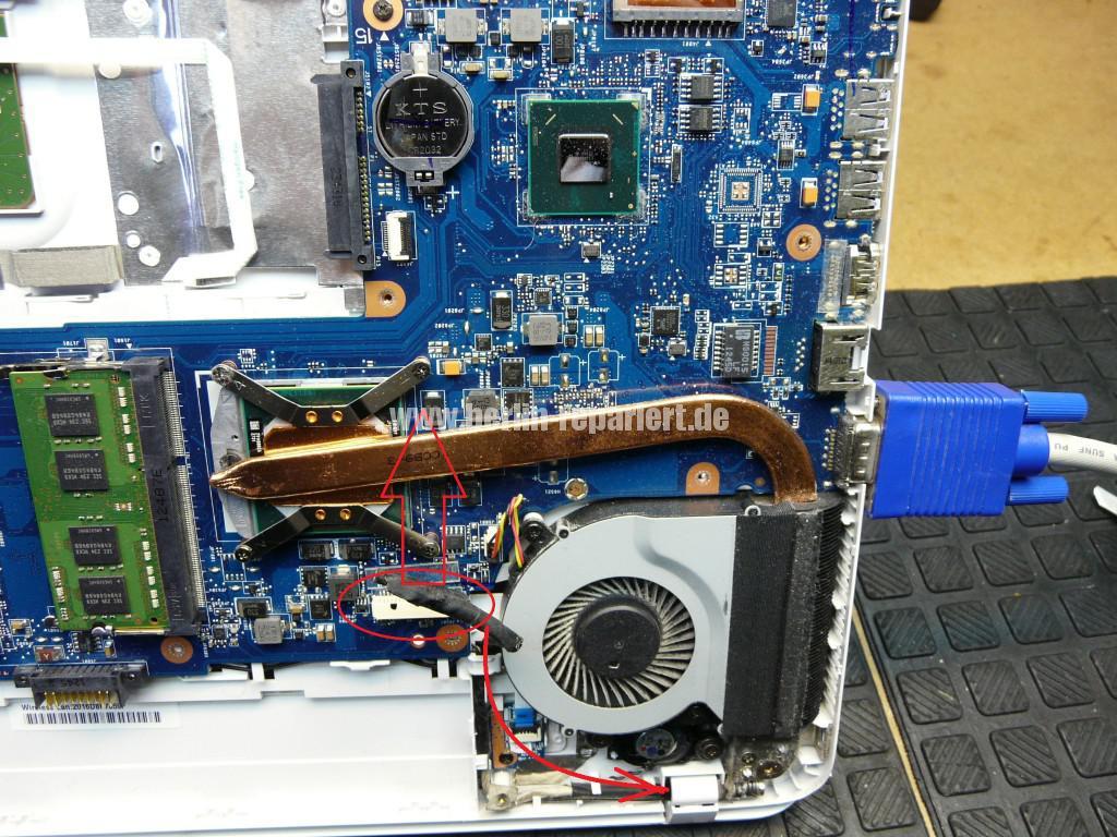 Toshiba Satellite C855, kein Bild, Scharniere, Display Deckel Defelt (7)