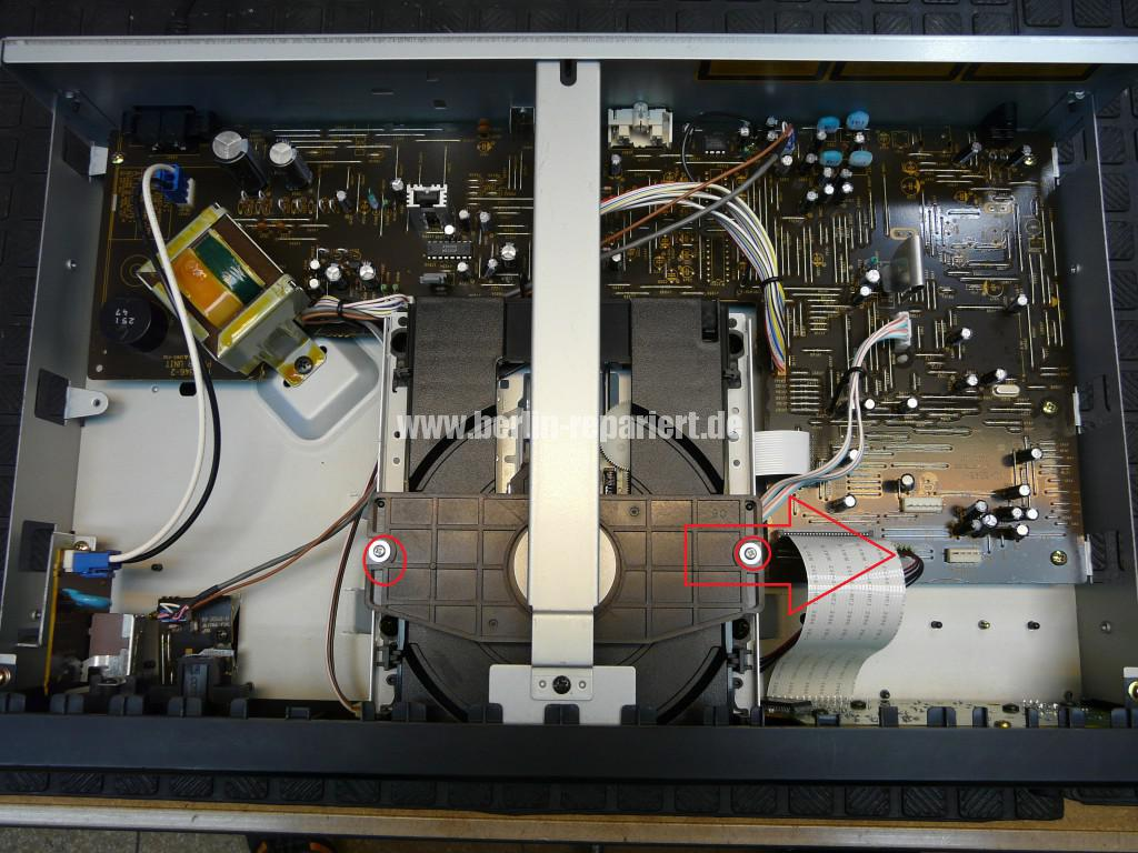 Denon DCD-485, CD Fach klemmt (18)