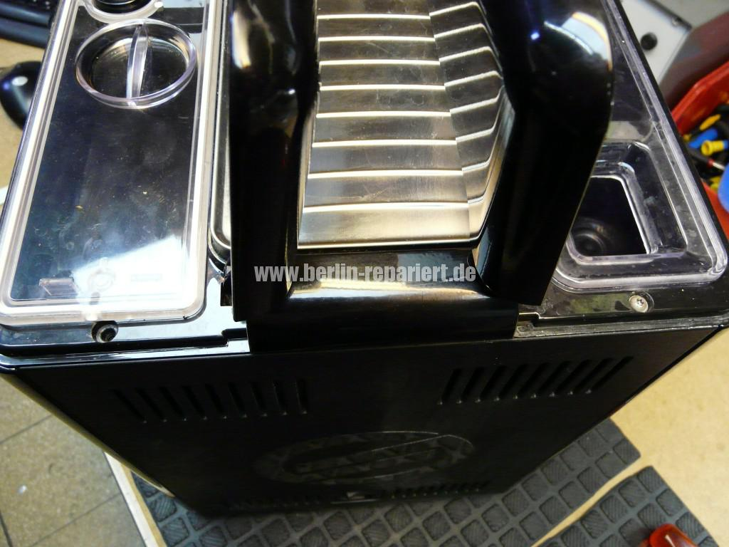 Philips Saeco Xprelia HD8943, verliert Wasser (2)