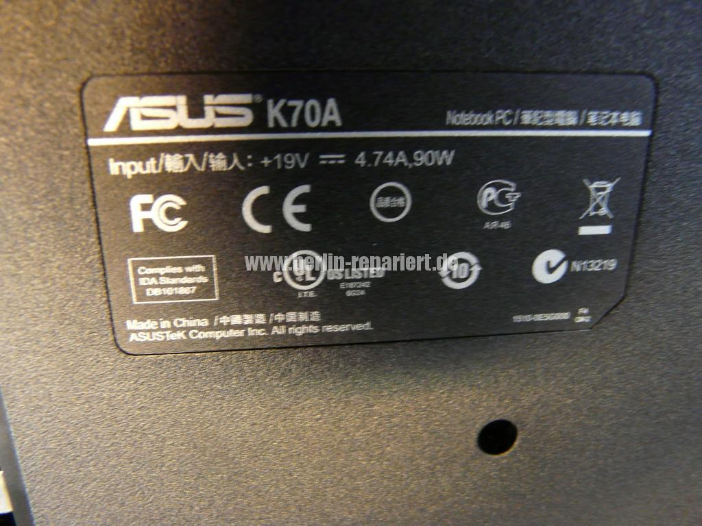 ASUS K70A, Streifen in Bild (8)