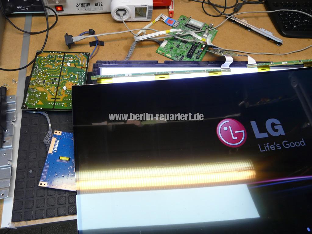 LG Qualität LG42LS3400, geht An LG Logo kommt dann Aus (11)