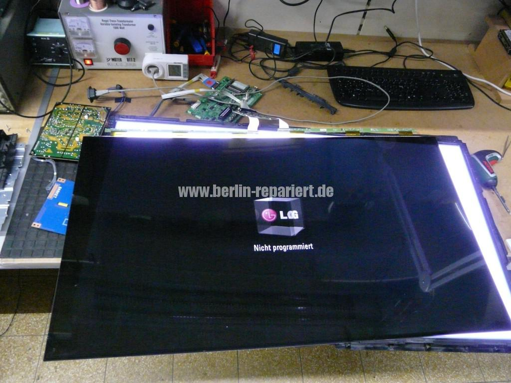 LG Qualität LG42LS3400, geht An LG Logo kommt dann Aus (12)