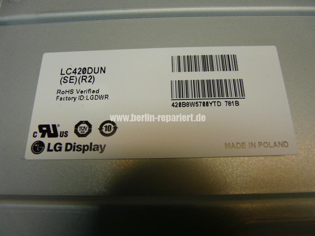 LG Qualität LG42LS3400, geht An LG Logo kommt dann Aus (2)
