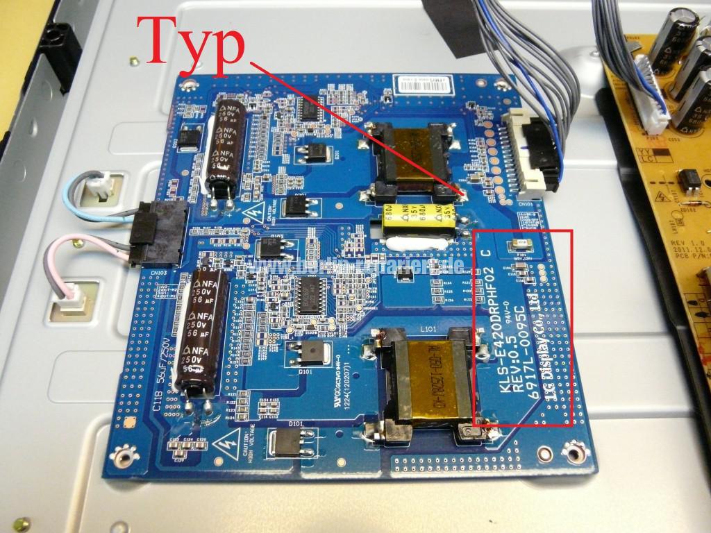 LG Qualität LG42LS3400, geht An LG Logo kommt dann Aus (5)