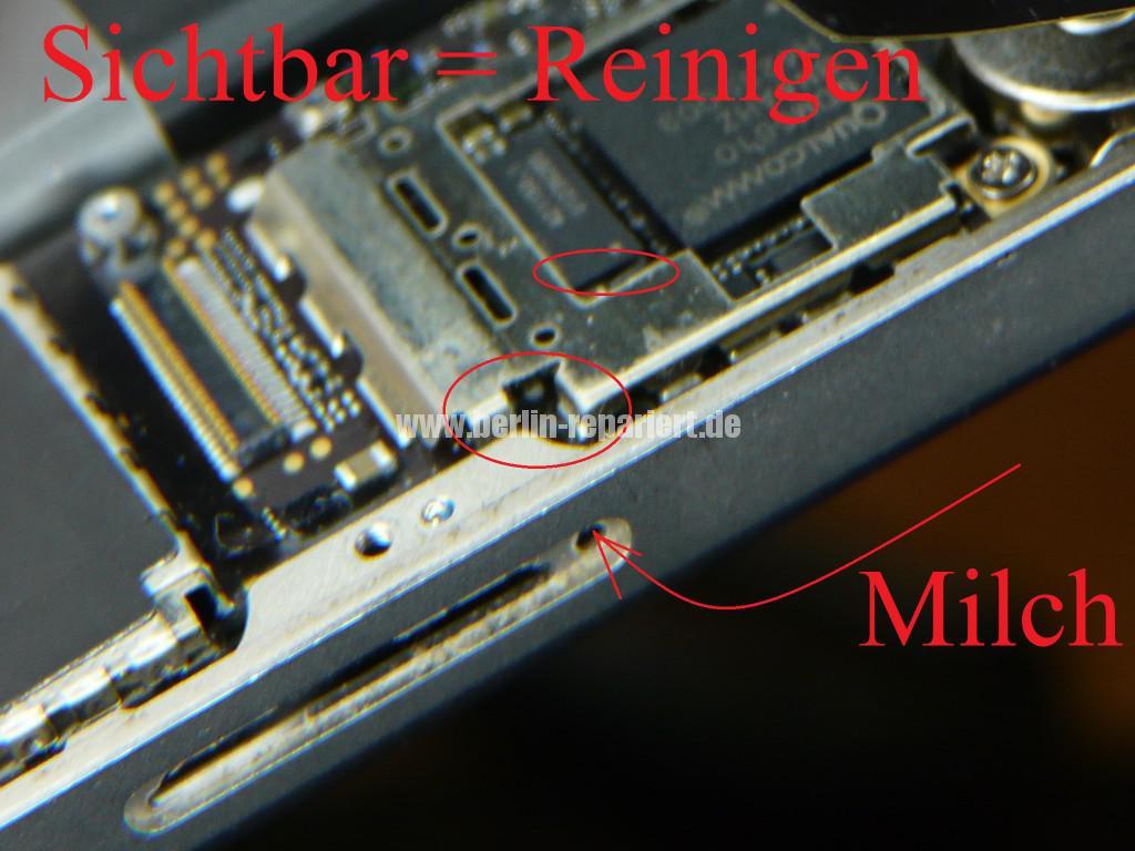 iPhone 4S Füßigkeitschaden (5)