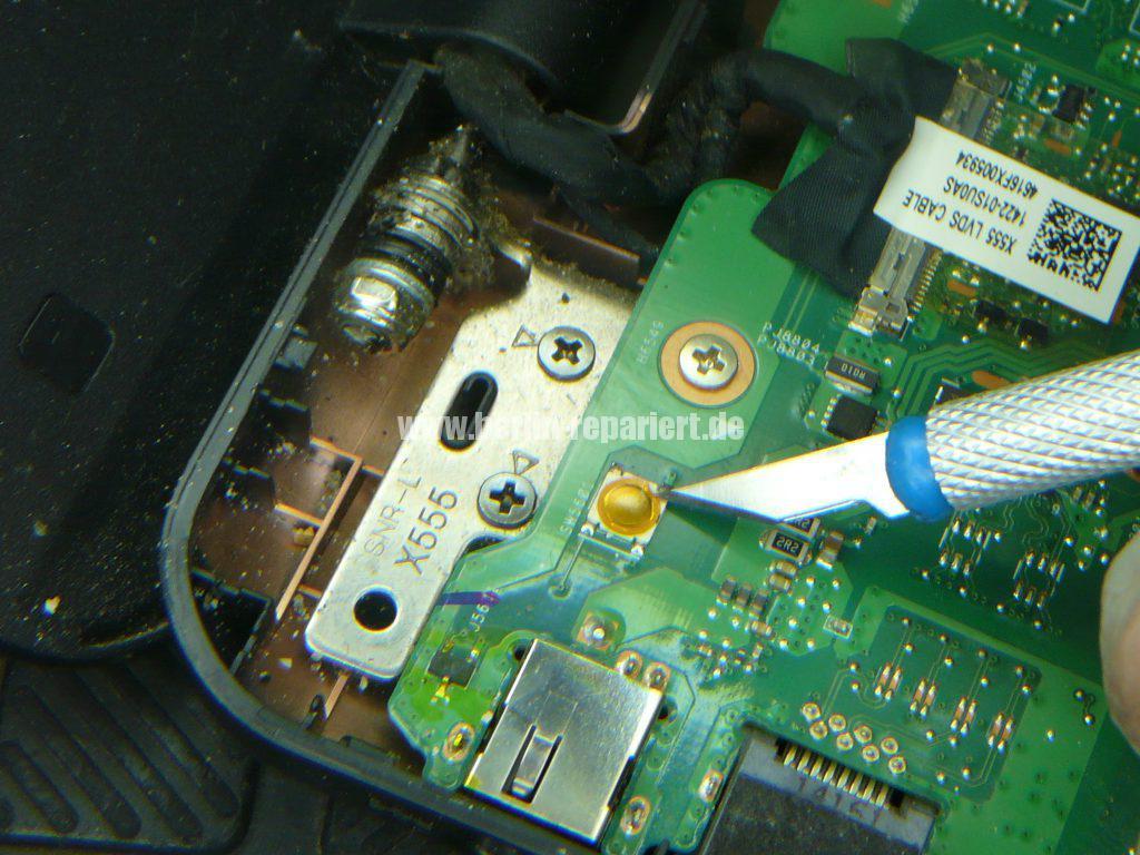 ASUS F555, geht schwer an, Power Taste defekt (8)
