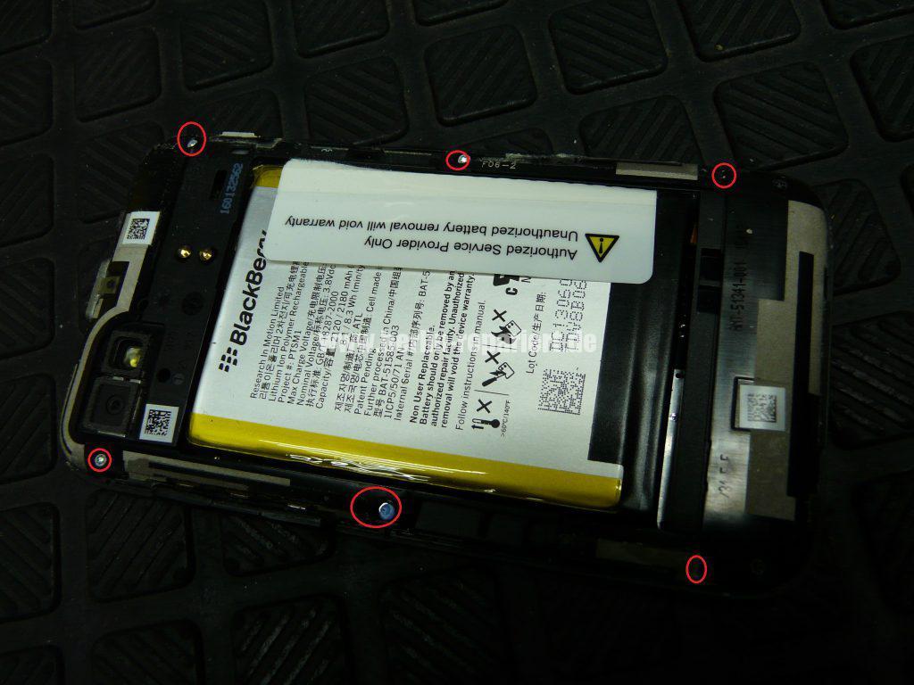 Blackberry Q5, Akku austauschen (3)