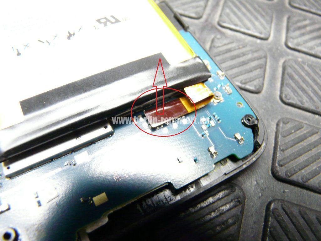 Blackberry Q5, Akku austauschen (5)
