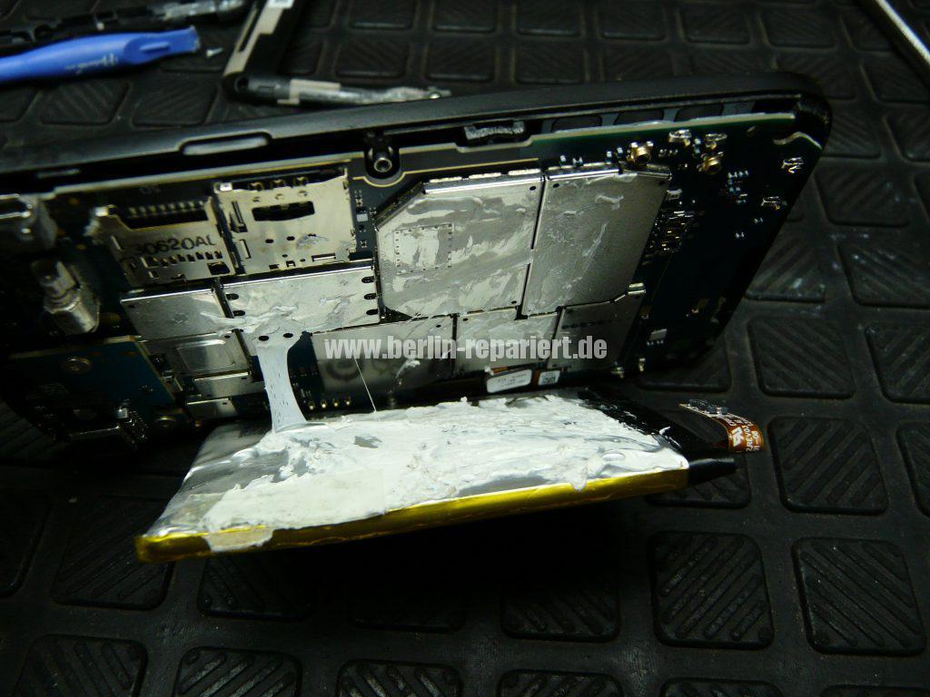 Blackberry Q5, Akku austauschen (7)