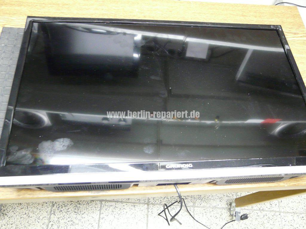 Grundig 32 VLE 675, Display Schaden (2)