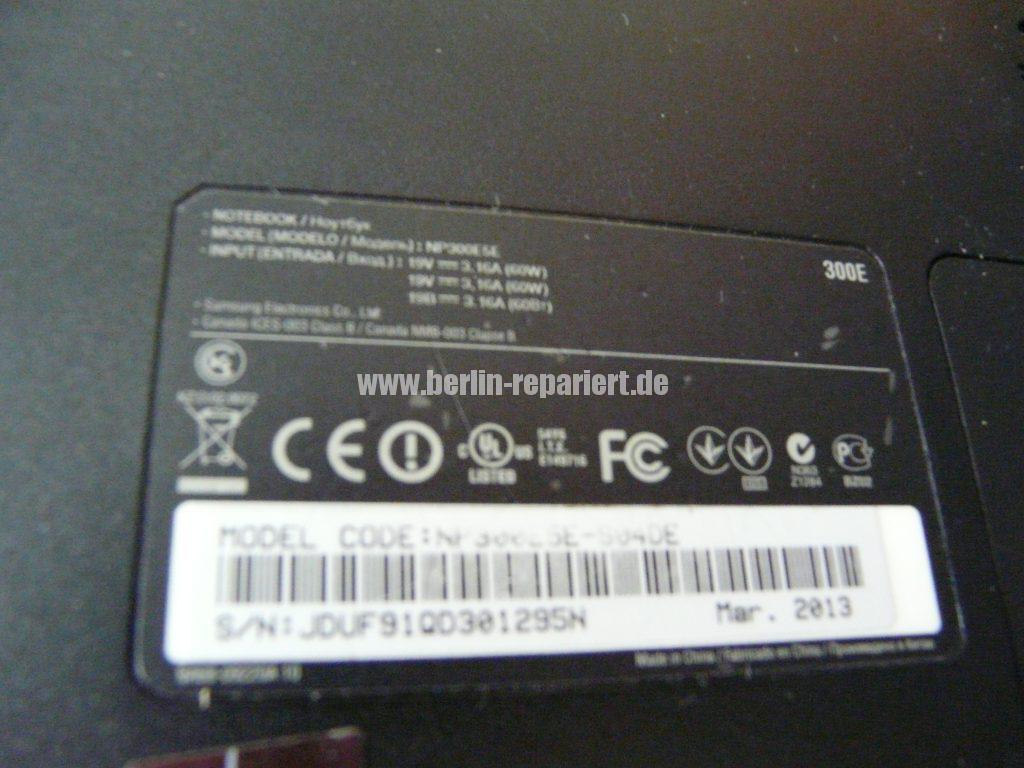 Samsung NP300E5E, keine Funktion, der Akku wird nicht geladen, Netzbuchse defekt (10)