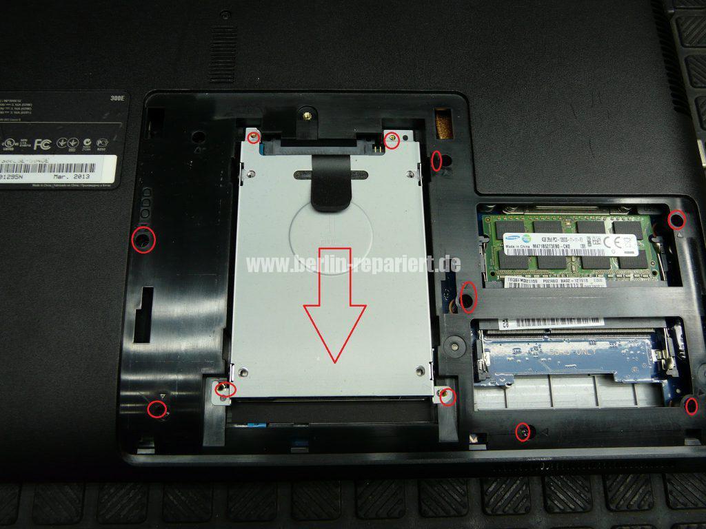 Samsung NP300E5E, keine Funktion, der Akku wird nicht geladen, Netzbuchse defekt (3)
