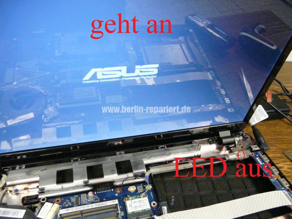 ASUS X93S, kann nicht mehr eingeschaltet werden, Power LED leuchtet, Akku wird geladen (12)