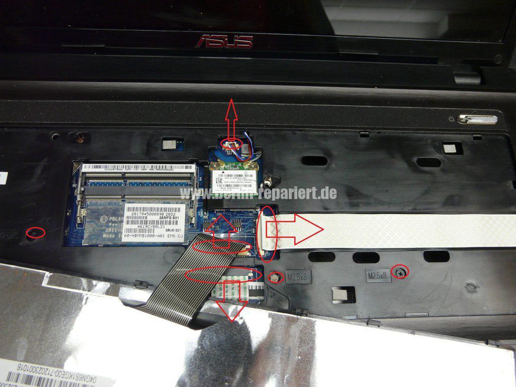 ASUS X93S, kann nicht mehr eingeschaltet werden, Power LED leuchtet, Akku wird geladen (7)