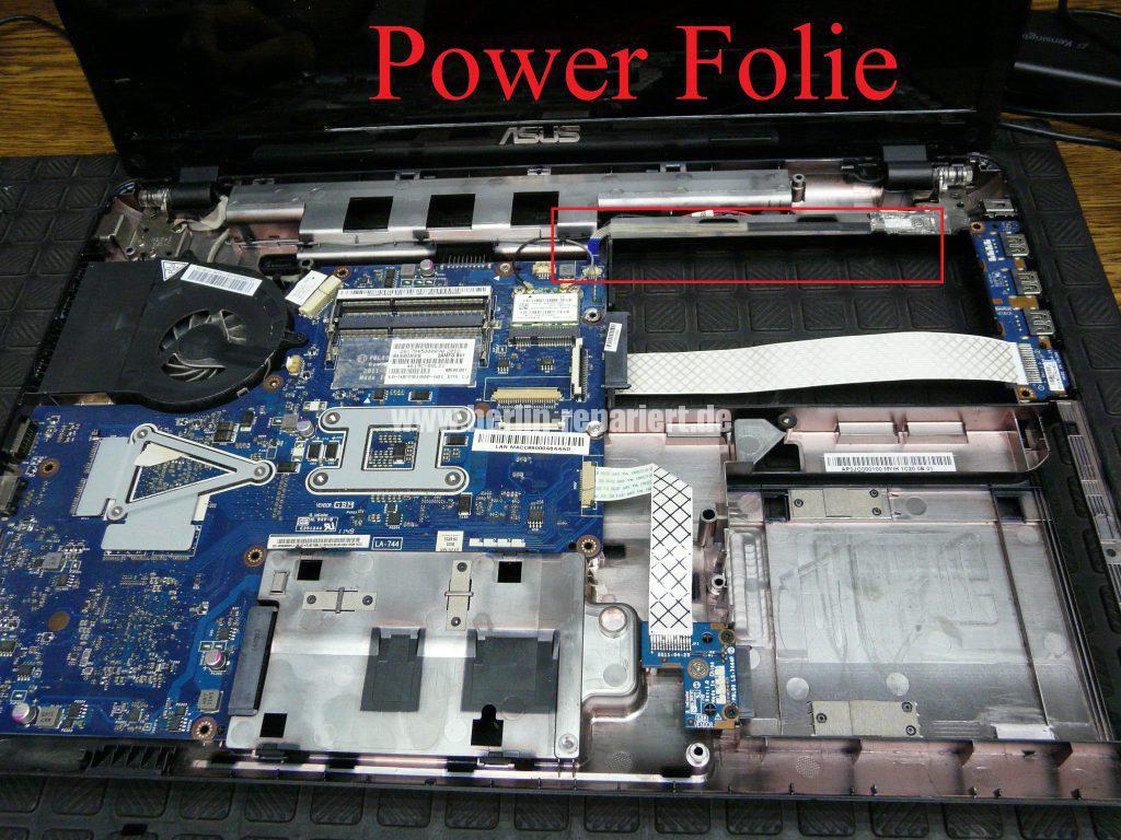ASUS X93S, kann nicht mehr eingeschaltet werden, Power LED leuchtet, Akku wird geladen (8)