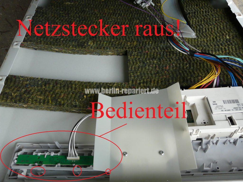 Bauknecht GSFK 6140 Di, Bedientel reingerütscht (3)