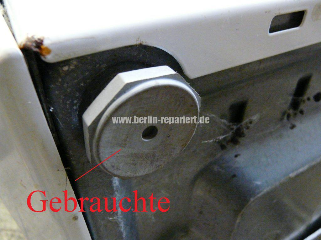 Miele Softtronic W3364, wackelt und läuft durch den Bad (2)