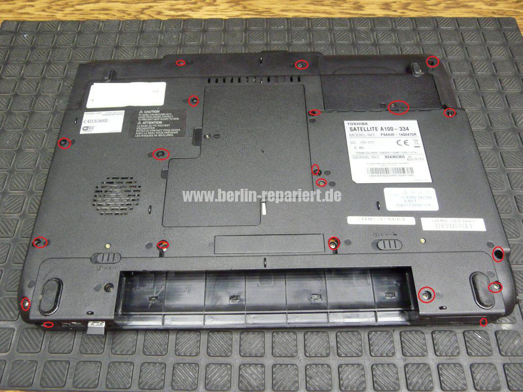Toshiba A100, Power Knopf reingerutscht (2)
