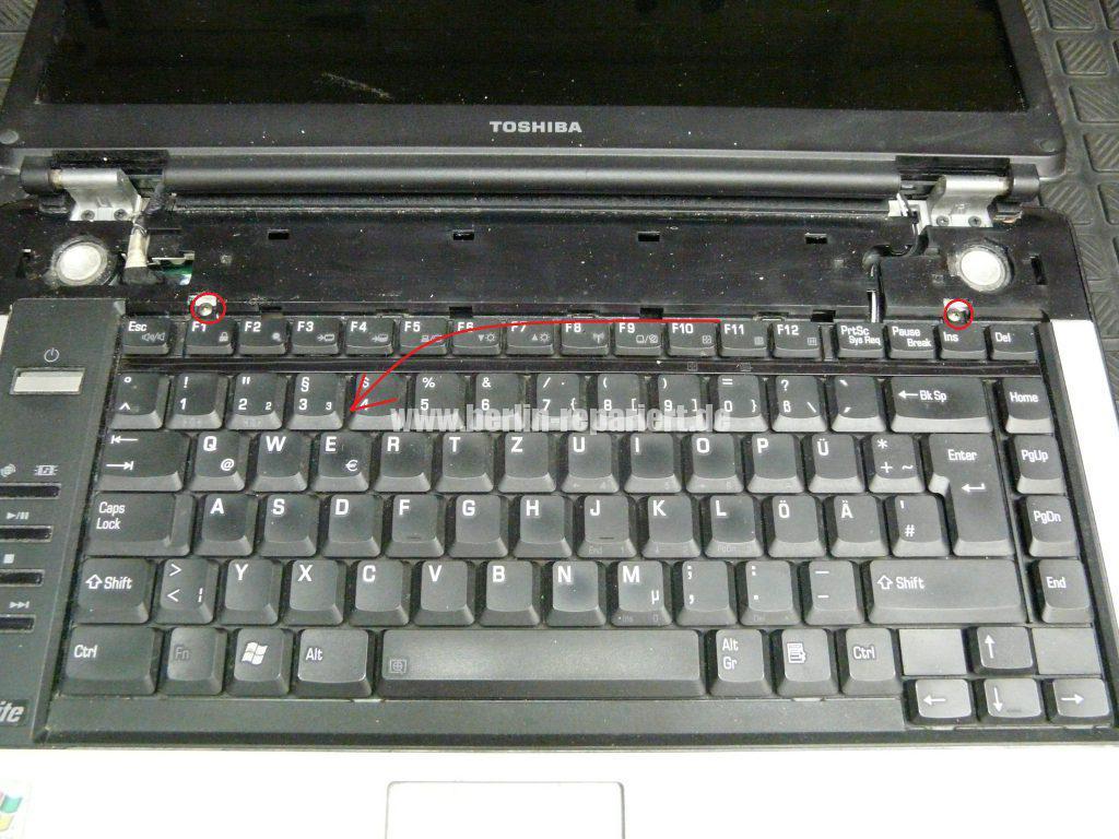 Toshiba A100, Power Knopf reingerutscht (4)