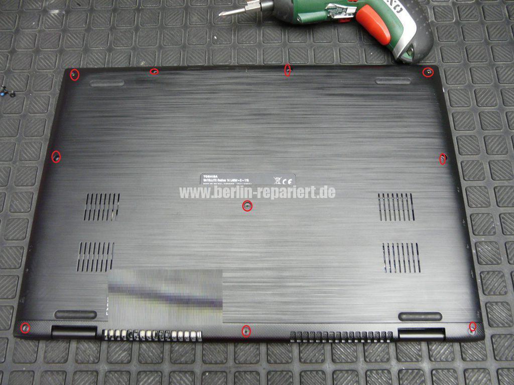 Toshiba Satellite Radius 14 L40W, Power Taste klemmt (3)