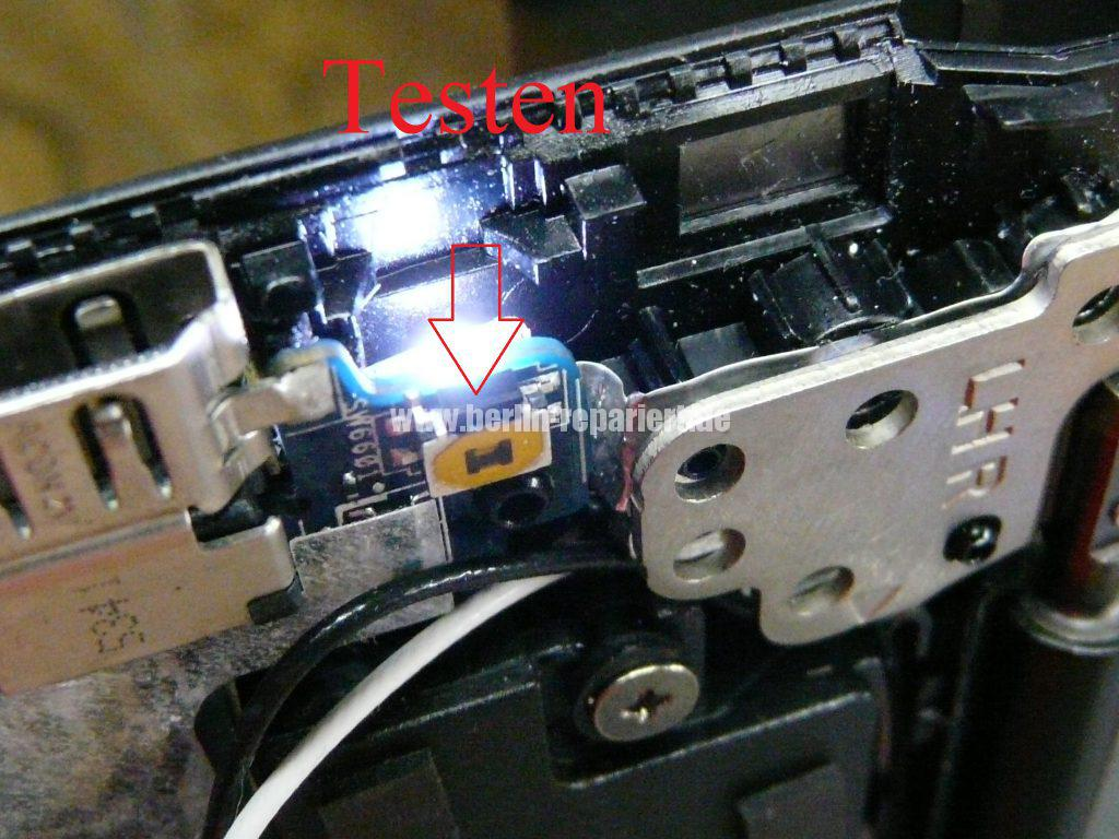 Toshiba Satellite Radius 14 L40W, Power Taste klemmt (7)