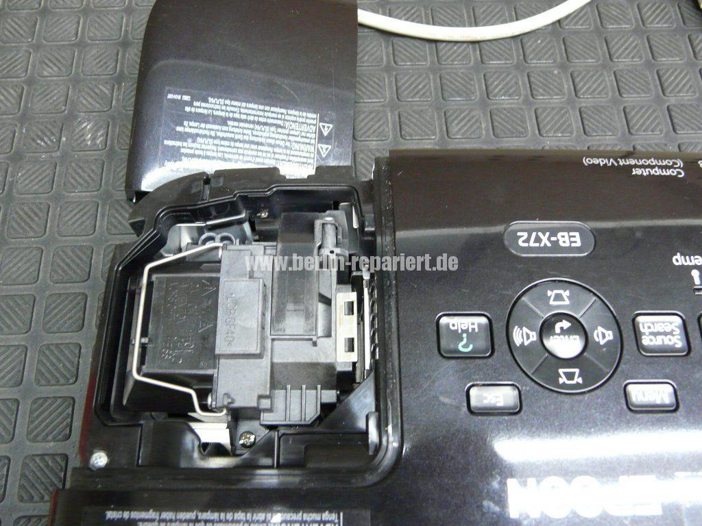 Epson EB-X72, schaltet sich Aus nach dem Einschalten (2)