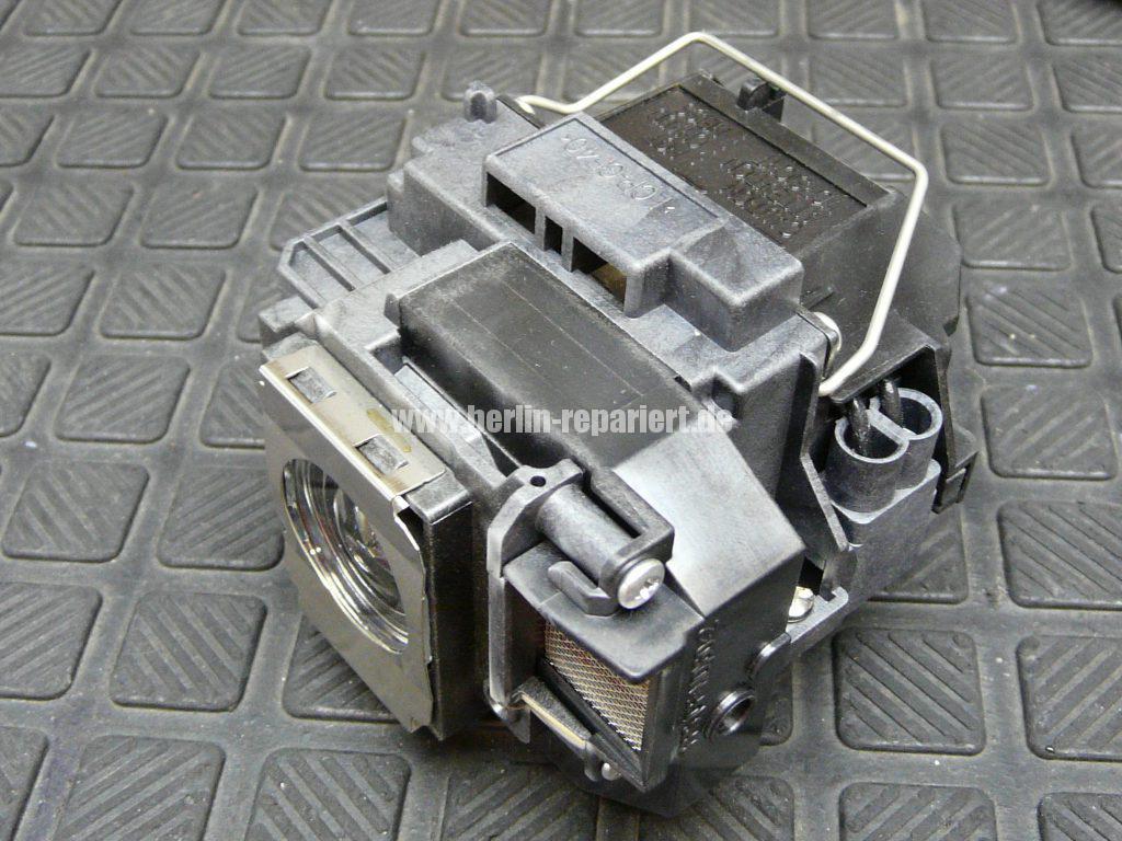 Epson EB-X72, schaltet sich Aus nach dem Einschalten (3)