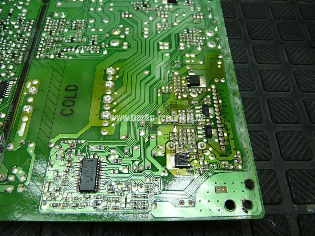 Philips 40PFL6606K, geht nicht An, geht Aus, Blinkt (8)