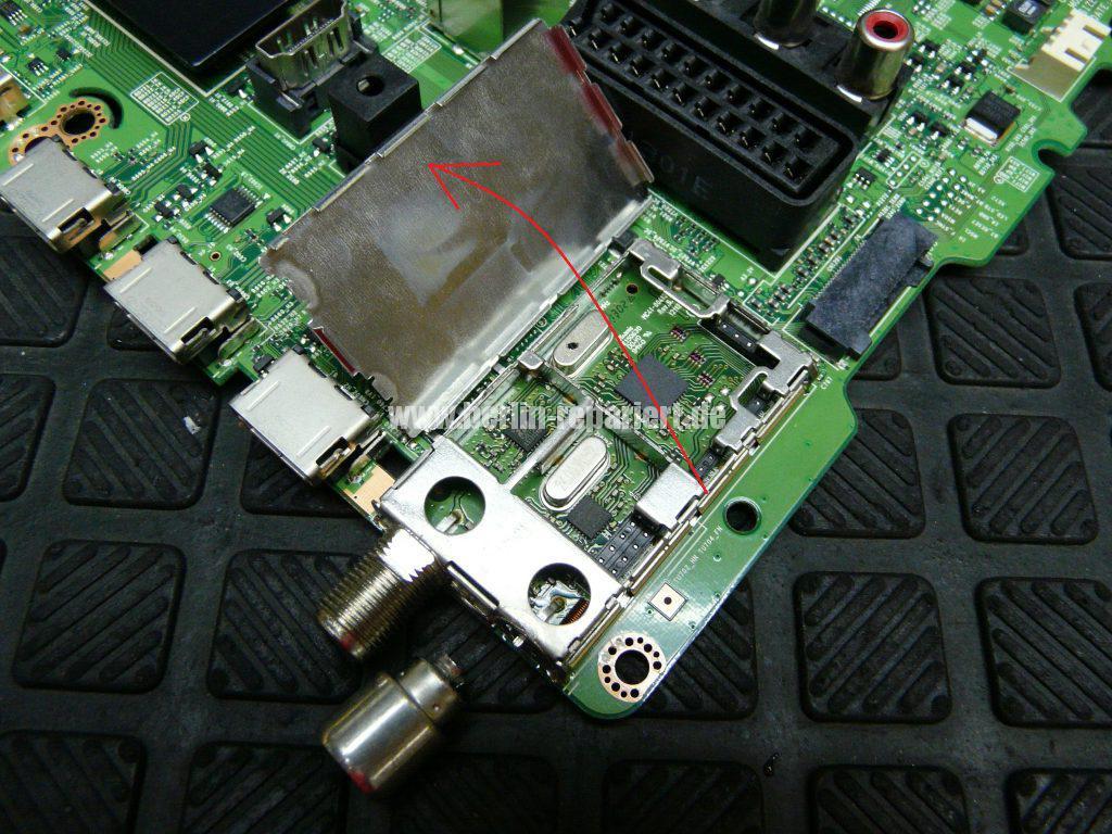 Samsung UE32F670, Tunerbuchse einlöten (5)