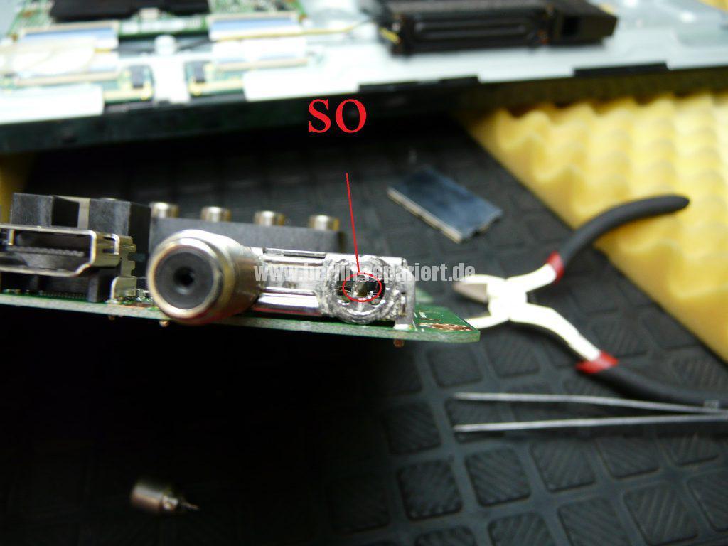 Samsung UE32F670, Tunerbuchse einlöten (8)