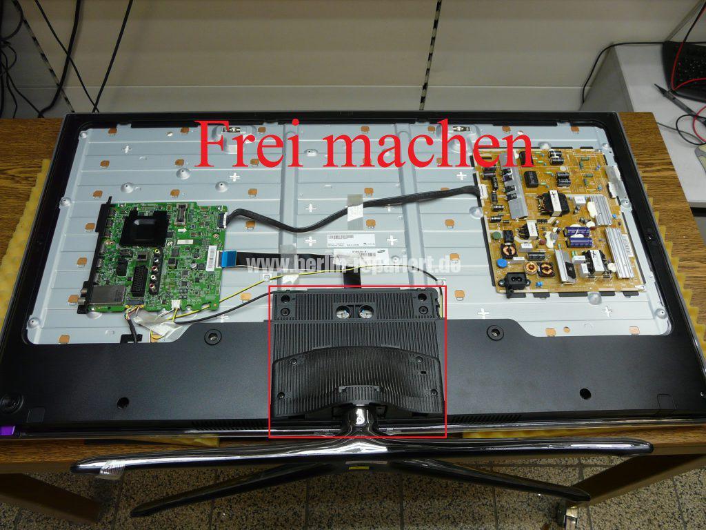 Samsung UE46F6500, Linke Bildhälfte nur bunte Streifen (2)
