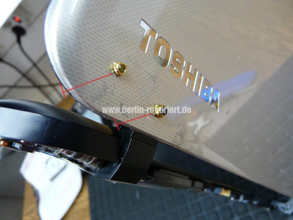 Toshiba Satellite L50-B-182, Scharniere defekt, Startet schwer (4)