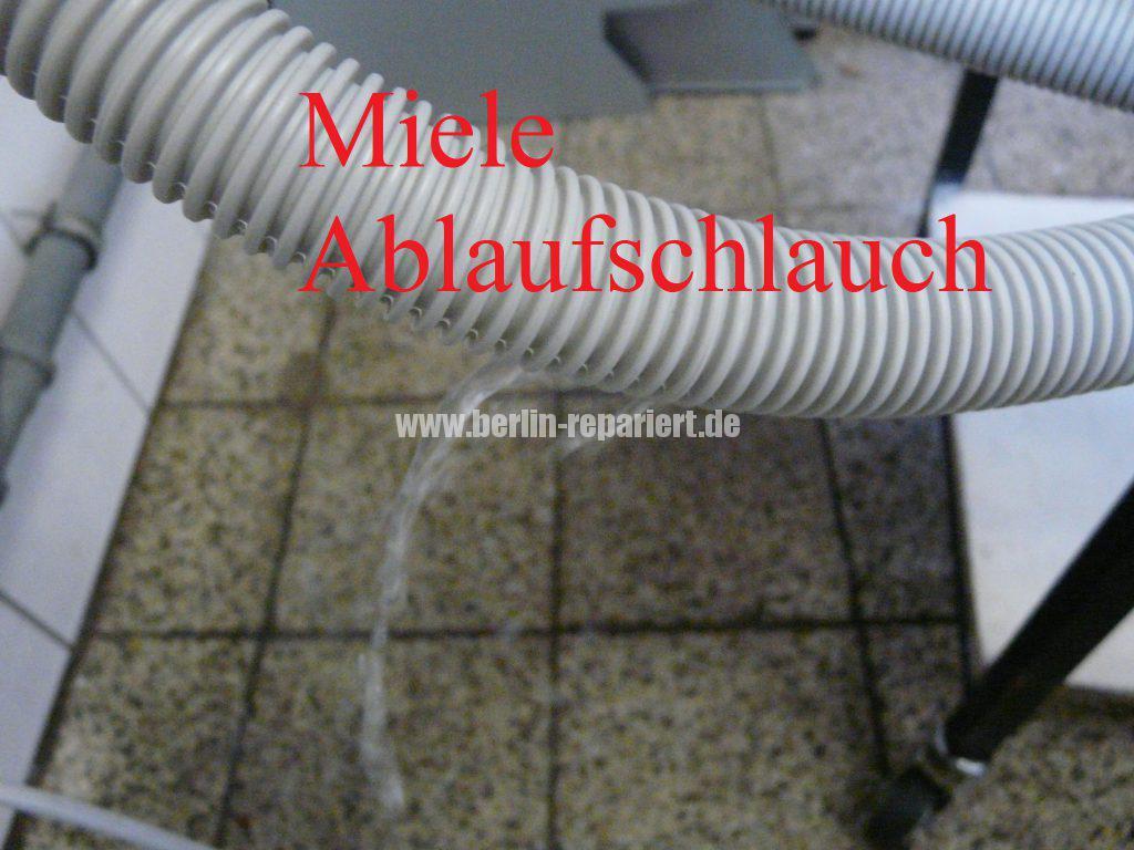 miele-g-2482-verliert-wasser-schlauch-defekt-3