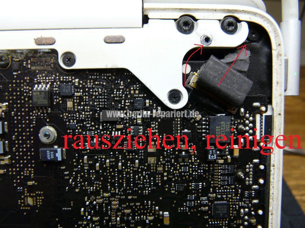 apple-macbook-white-kein-bild-display-leuchtet-rot-gruen-blau-grau-4