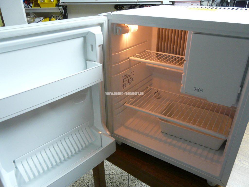Siemens Kühlschrank Anzeige Blinkt : Kühlschrank verliert wasser was tun